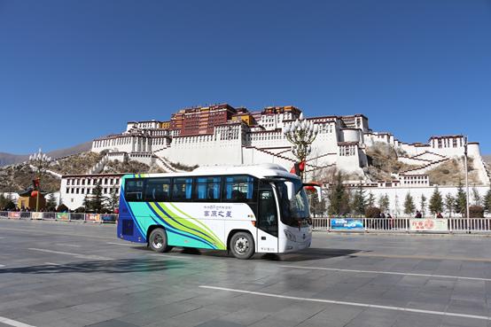 福田欧辉155台高端旅游客车登顶世界屋脊再创新高